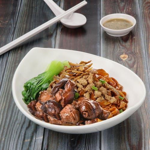 Dry Mushroom Chicken pan mee