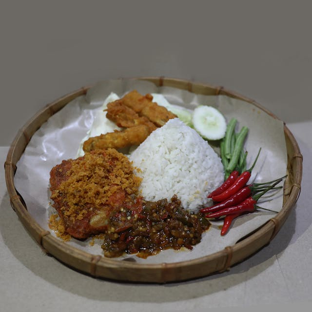 Ayam Penyet (chicken)