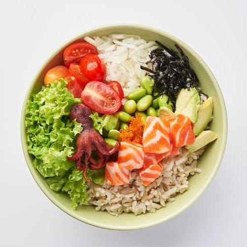 Shoyu Salmon Poké Bowl (474 kcal)