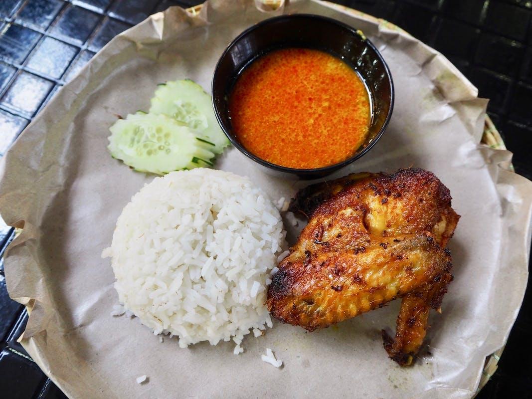 Nasi Putih Ayam Goreng Berempah (B)
