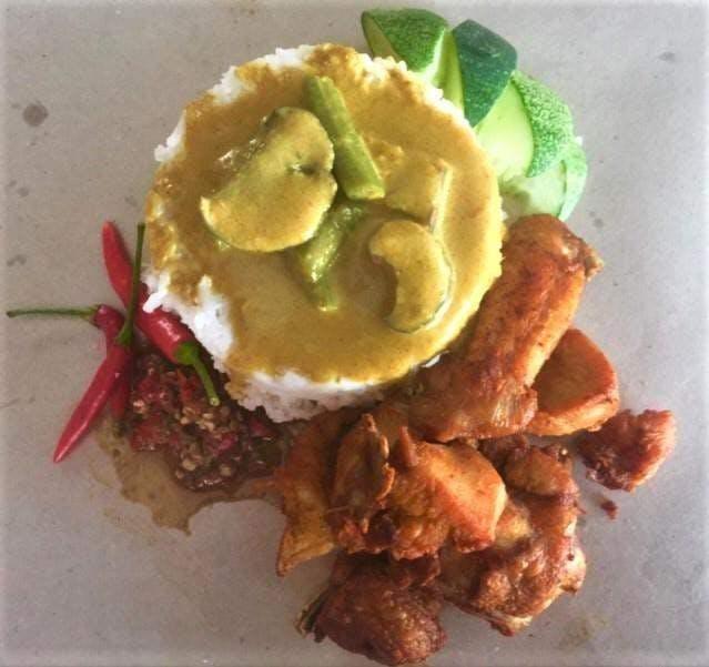 Nasi Kukus Ayam Goreng Cincang