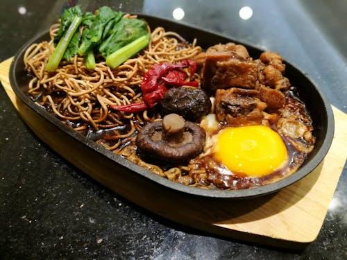SET: Hot Plate Yee Mee + Drink