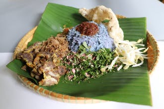 Nasi Kerabu Daging Bakar